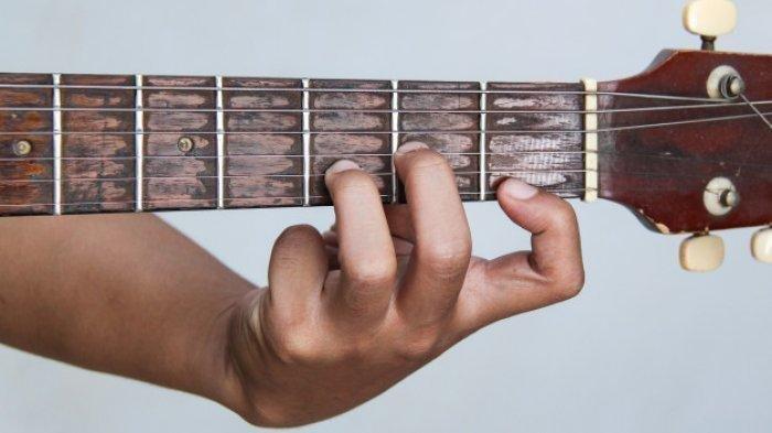 Chord Gitar Lagu Cinta Tak Harus Memiliki – ST12, Kunci C: Maafkan Aku Setulus Hatimu
